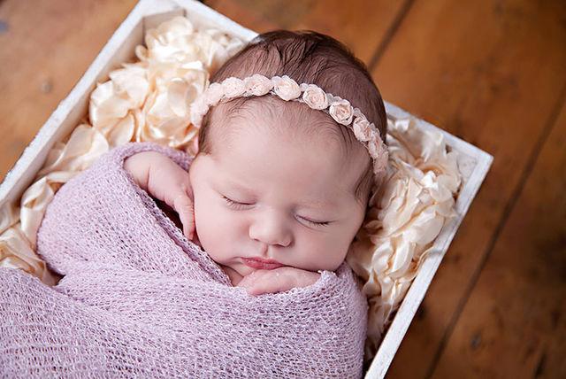 3hr newborn baby photoshoot print £250 in vouchers