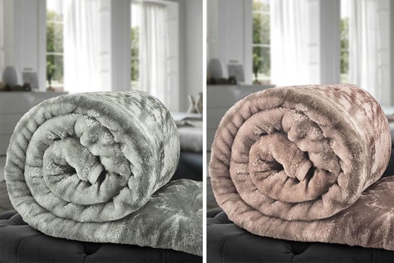 Faux Fur Blanket – 3 Sizes & 11 Colours! (£6.99)