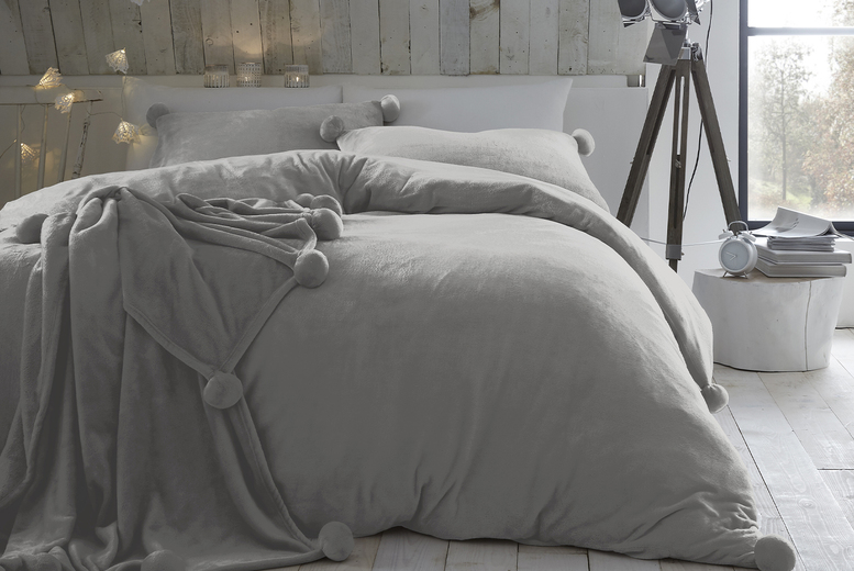 Pom Pom Fleece Duvet Cover Set – 7 Colours & 3 Size Options! (£18.99)