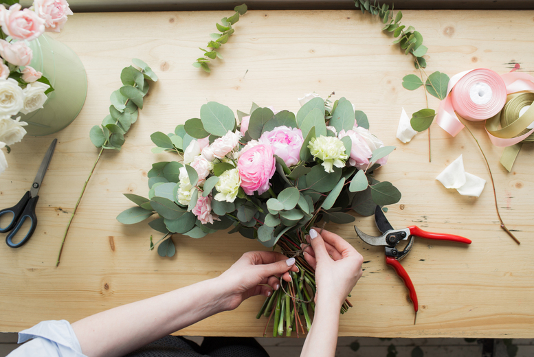 Image of £29 instead of £89 for an online flower arranging course taught by Paula Pryke from Learning with Experts - save 67%