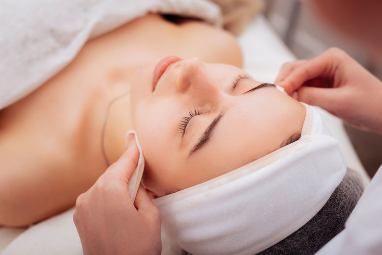 Image of £9 instead of £40 for an online luxury facial course from BEKE College - save 78%