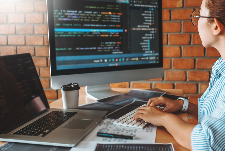 Image of £19 instead of £1249 for an online Python Programming Bundle course from e-Courses4You - save 98%