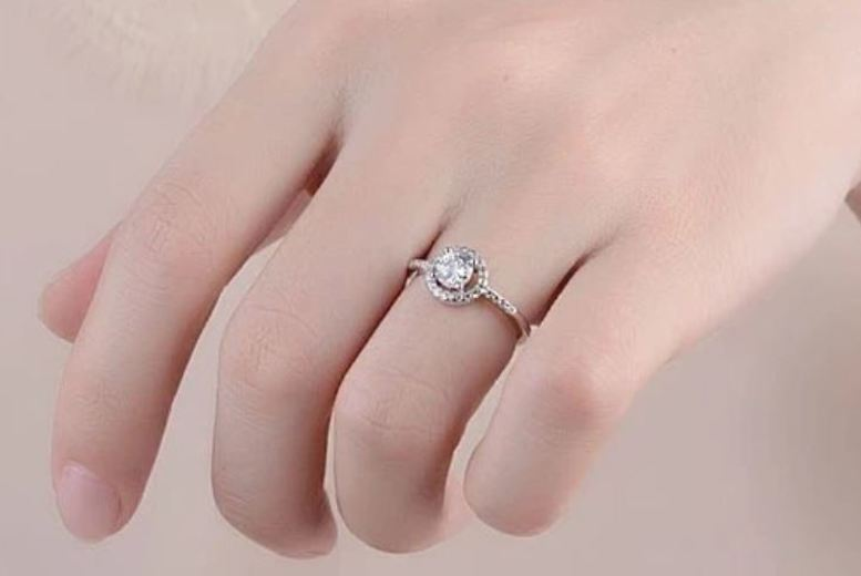 Image of £10.99 instead of £69 for a 925 silver & zirconia adjustable halo ring from Genova International Ltd - save 84%