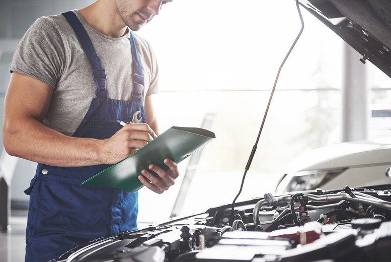 Image of £39 instead of £84 for a 54-point vehicle service with oil and filter change at CR MOT Centre - save 54%