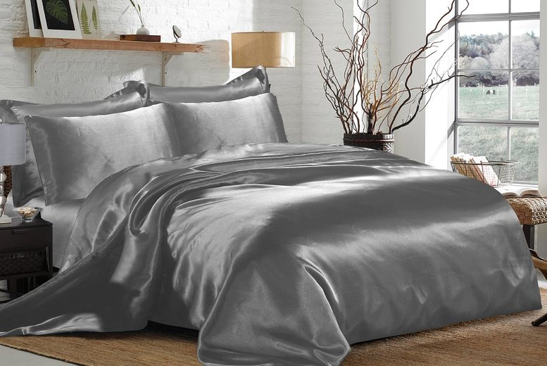 Image of £19.99 instead of £49.99 for a six-piece double duvet cover set, £22.99 for a king size set or £25.99 for a super king size set in nine colours from Home Decoration World - save 60.01%