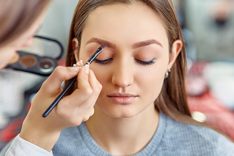 ?9 instead of ?284.05 for a two-hour professional makeup gift hamper for one person with 'bottomless' cocktails, a manicure, hair and makeover and vouchers at Hello Gorgeous Studios, Croydon - save 97%
