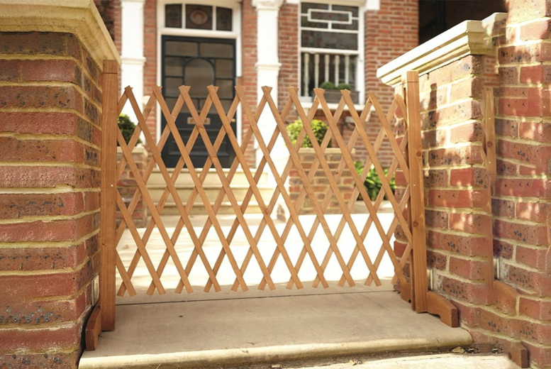 Image of £14 instead of £29.99 for an expanding wooden fence from Personal Choice - save 53%