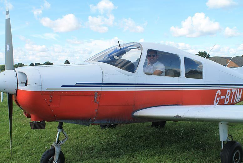 Image of £115 instead of £139 for an Airline Pilot experience for one person at Adventure 001 - save 17%