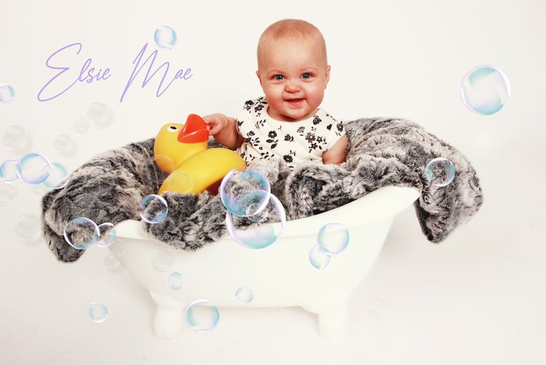 Image of £9 instead of £39.99 for a newborn baby photoshoot at Flawless Photography Studios including a digital image - choose from three locations and save 77%