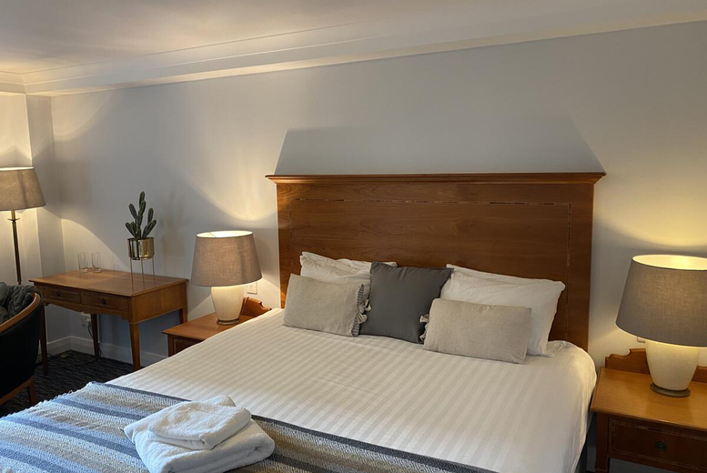 Image of A stay at 4* Glasgow Argyle Hotel for two people in an upgraded Executive room with breakfast, one bottle of Prosecco and onsite parking. £59 for one night, or from £99 for two nights - save up to 44%