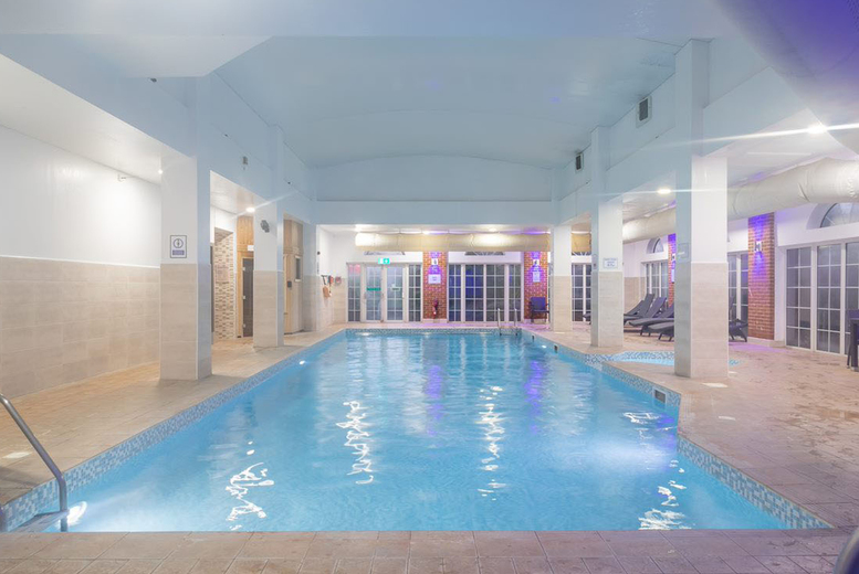 Image of £59 instead of £90 for a spa day with a 30-minute massage, afternoon tea with one glass of Prosecco each and robe hire for two at 3D Health & Fitness, Corby - save 34%