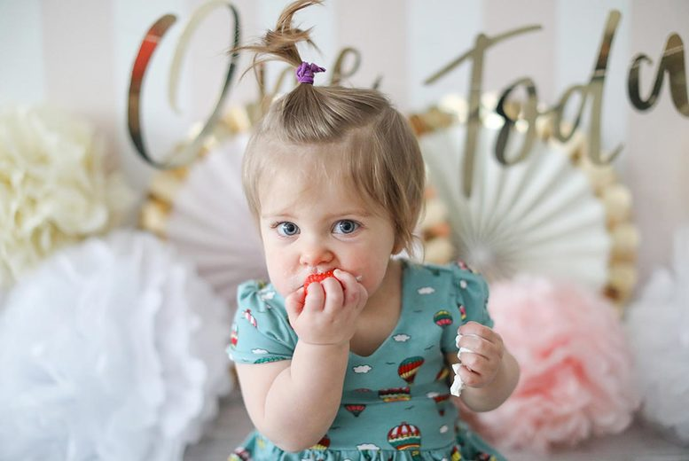 Image of £7 for a baby cake smash photoshoot with four prints at Icon Photography Studios - choose from two locations!