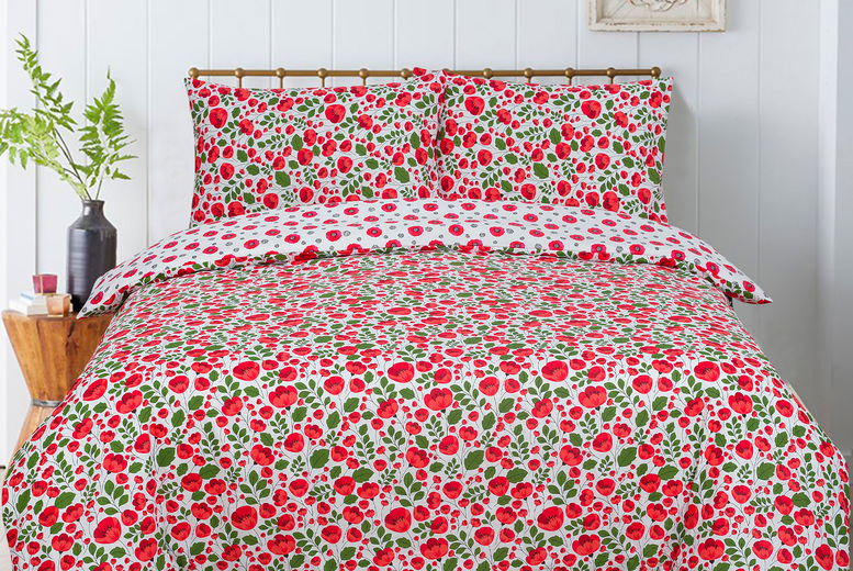 Image of £12 instead of £31.01 for a single floral poppy duvet cover set, or £14 for a double set from Bubble Bedding - save up to 61%