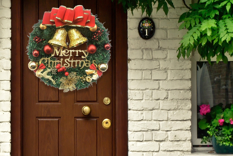 Image of £11.99 instead of £39.99 for a decorative festive wreath from Vendin Plus - save 60%