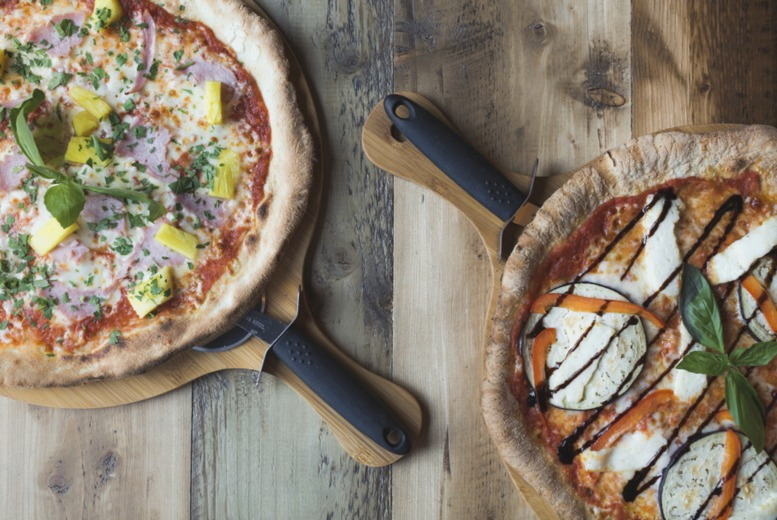 Image of £10 instead of £20.42 for a pizza with a beer flight for one person at BrewDog - choose from 28 locations and save up to 51%