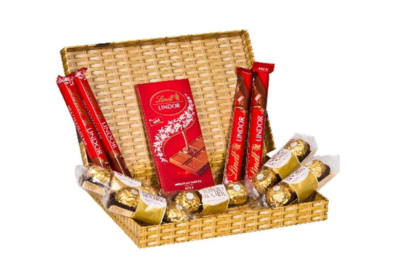 Image of £14 instead of £29.99 for a Ferrero and Lindt chocolate letterbox gift from Flowers Delivery 4 U - save 53%
