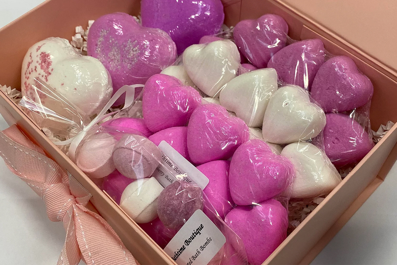 Image of £14 instead of £34.95 for a 38-piece pink and white love heart bath bomb gift set from Bathtime Boutique – save 60%