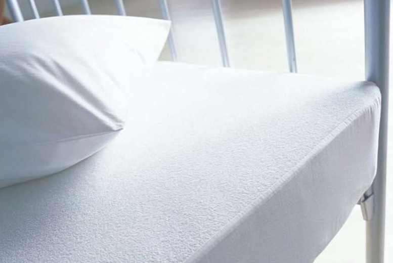 Image of From £5.99 instead of £14.95 for a mattress protector or pillow protector from Love 2 Sleep! - save 59.93%