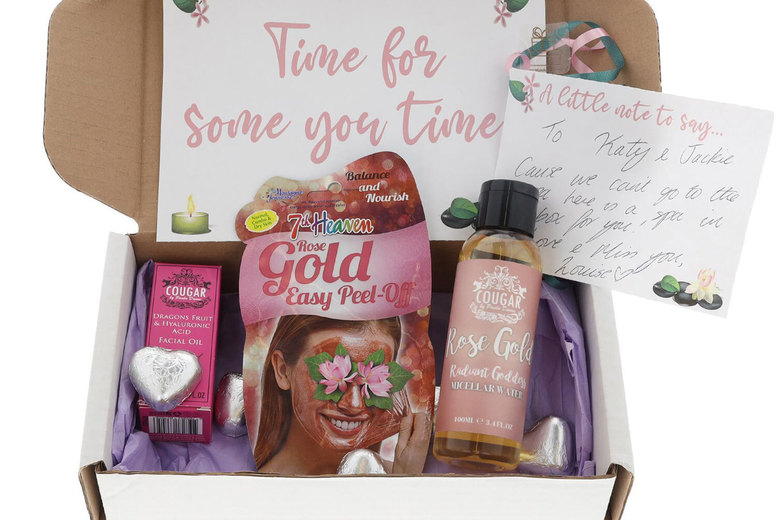Image of £14 instead of £27 for a Spa At Home gift box hamper with three facial products and chocolate hearts from Always Looking Good - save 48%