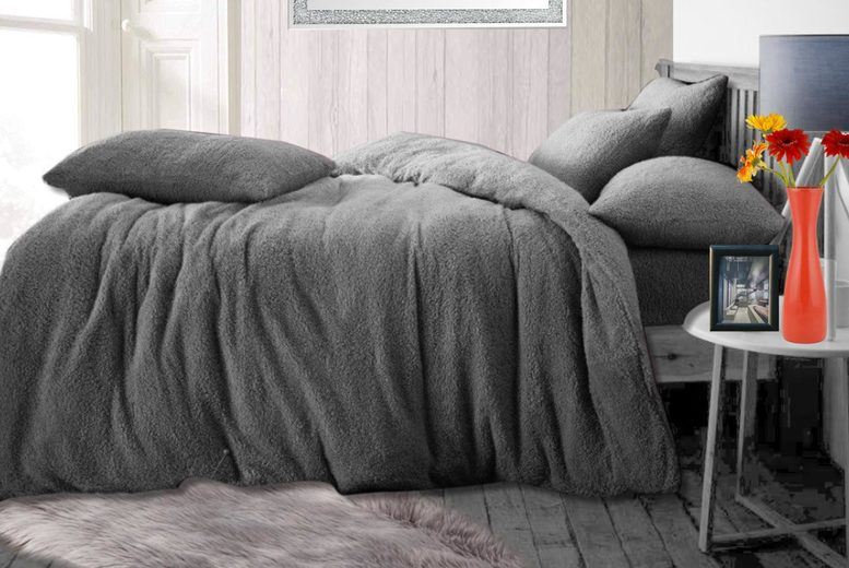 Image of From £7.99 instead of £39.99 for a teddy bear fleece bedding set in single, double or king from Groundlevel - get a duvet cover & pillowcase and save up to 80%