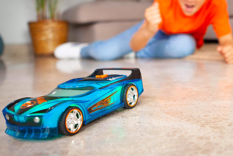 Image of £13.99 instead of £19.99 for a Hot Wheels Spin King Spark racer toy car from Bladez Toyz - save 30%