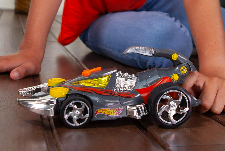 Image of £13.99 instead of £19.99 for a Hot Wheels monster action scorpedo from Bladez Toyz – save 30%