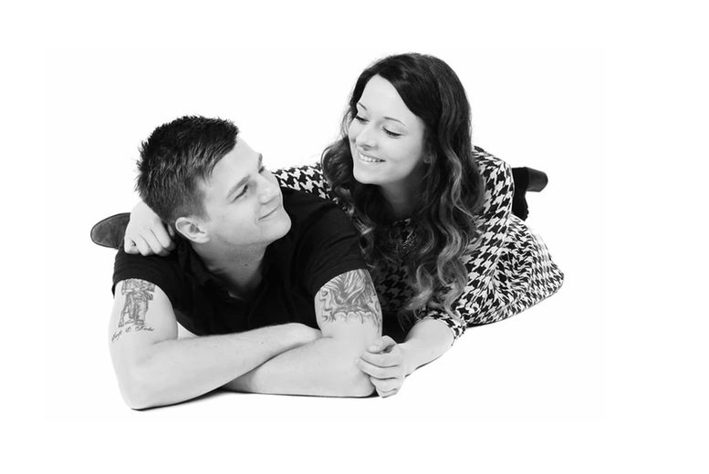 """Image of £9 instead of £35 for a one-hour couple or sibling photoshoot including two 12"""" x 8"""" prints from Freespirit Foto, Nottingham. Or £14 to include one 12"""" x 8"""" canvas and four 7"""" x 5"""" prints - save up to 74%"""