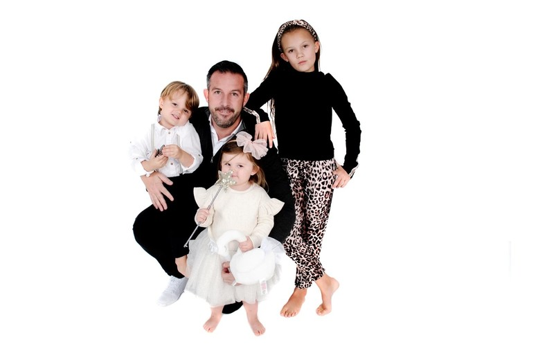 """Image of £9 instead of £35 for a father and children photoshoot at FreeSpirit Foto, Nottingham including one 12"""" x 8"""" canvas and four 7"""" x 5"""" prints of the same image - strike a pose and save 74%"""