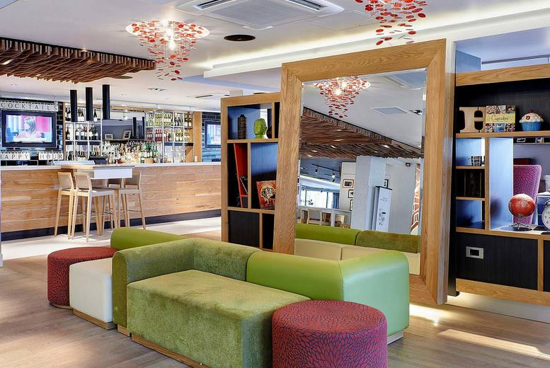 Image of A Brentford, London stay at 4* Holiday Inn London Brentford Lock for two with breakfast, one bottle of Prosecco to share and 2pm late check out. £79 for an overnight stay, or £149 for two nights - save up to 59%
