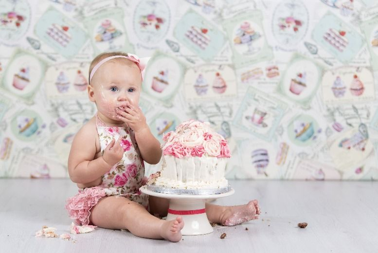 The Best Deal Guide - £9 instead of £75 for a cake smash photoshoot for babies & prints package from Matthew Grainger Photography - save 88%