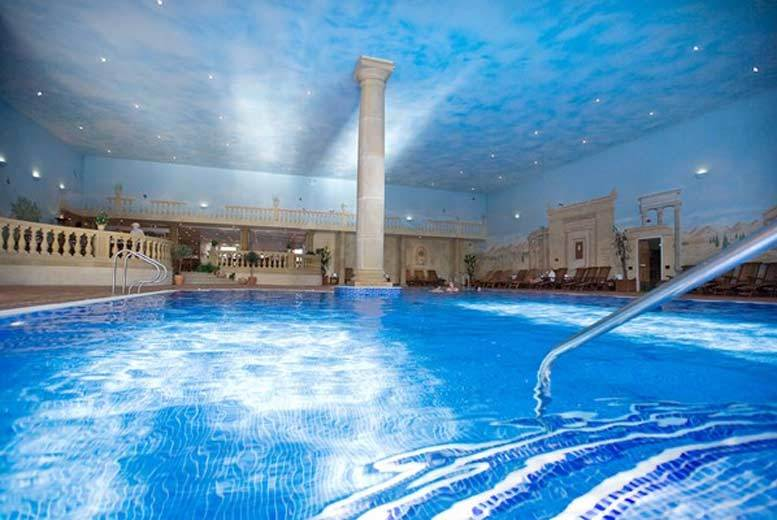 DDDeals - £119 for a blissful spa day with a choice of 25-minute treatment each and lunch for two at Whittlebury Hall from Buyagift!