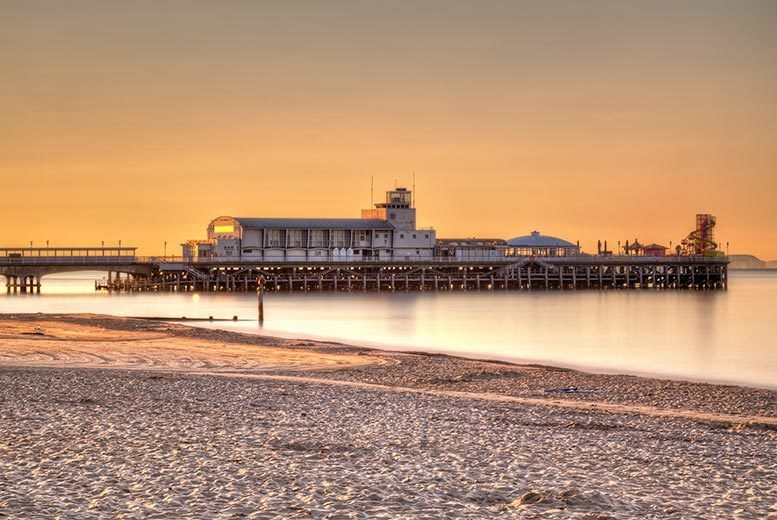DDDeals - £109 (at Hallmark Hotel Bournemouth) for an overnight Bournemouth stay for two people including dinner, breakfast, wine, chocolates and spa access - save up to 32%