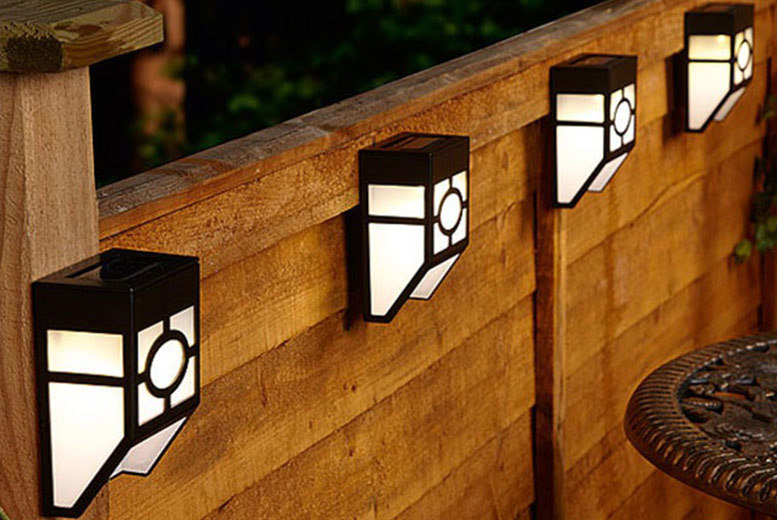 The Best Deal Guide - £6.99 instead of £17 (from Zoozio) for two solar fence lights, or £11.99 for four lights - save up to 59%