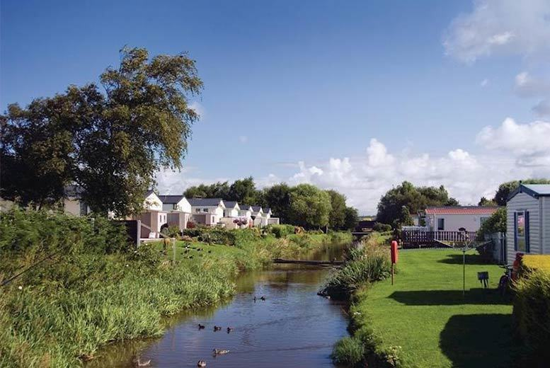 DDDeals - £109 for a four-night midweek holiday home stay for up to four, £129 for a three-night weekend stay at Riverside Holiday Park, Southport - save up to 61%