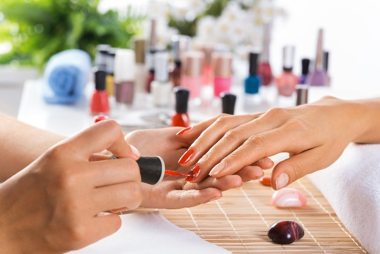The Best Deal Guide - £19 instead of £50 for a luxury manicure & pedicure from Changes Hair & Beauty - save 62%