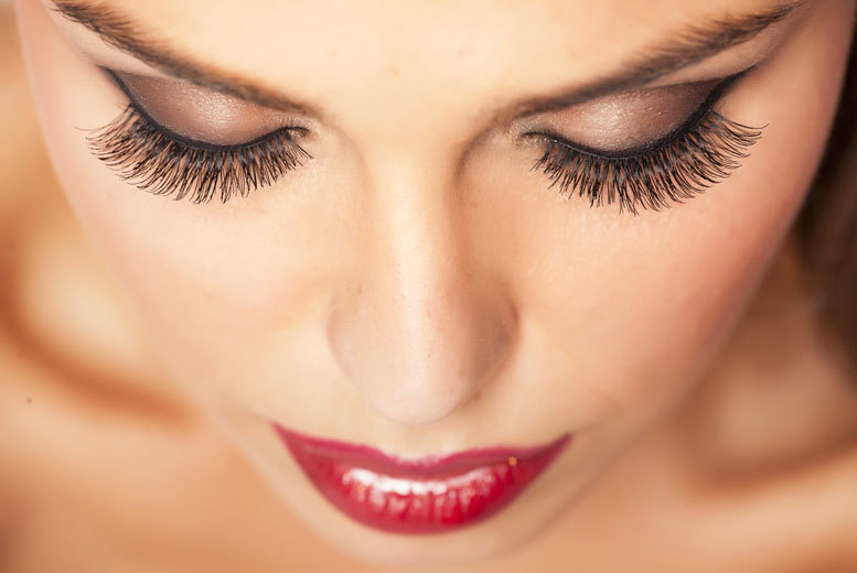 £19 instead of £120 for individual mink semi-permanent lashes at The Removal Clinic, Watford - save 84%