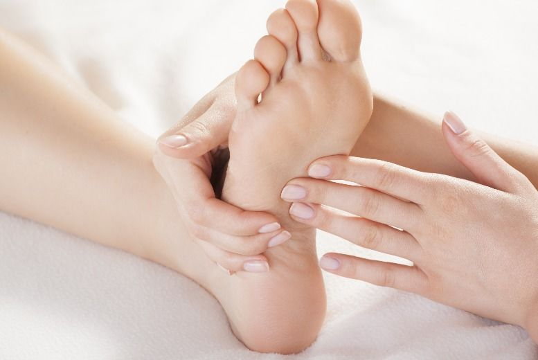 The Best Deal Guide - £22 for a 30 min reflexology & massage session  from Colabella