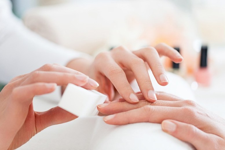 The Best Deal Guide - £14 instead of £20 for a hand manicure from Hemaxi Beauty - save 30%