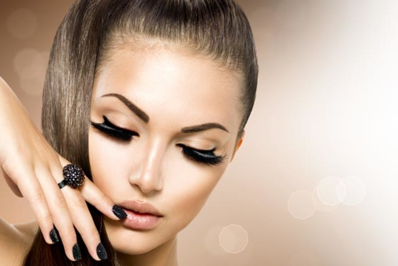 The Best Deal Guide - £18 instead of £45 for a full set of semi-permanent eyelash extensions from Luxe Lashes - save 60%