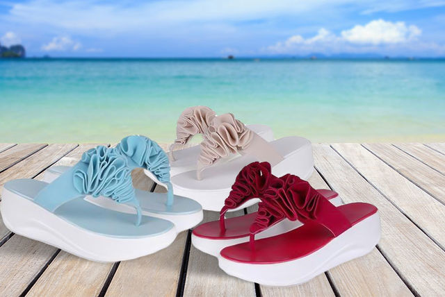 4657971fb5ac5 €12 instead of €57 (from Tomllo) for a pair of  toning flip flops  - choose  from three colours and save 79%. deal over!