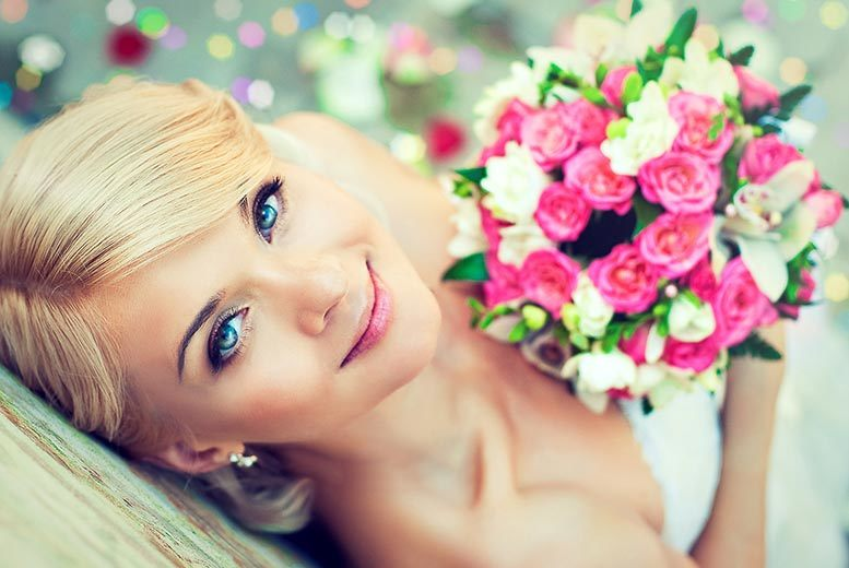 The Best Deal Guide - £79 instead of up to £269 for a full bridal bouquet, up to two bridesmaid bouquets and buttonholes or corsages for the groom and up to two ushers from Charmed Floristree - save up to 71%