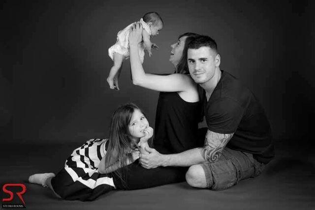 Family photoshoot 3 prints £50 voucher studio rooms glasgow