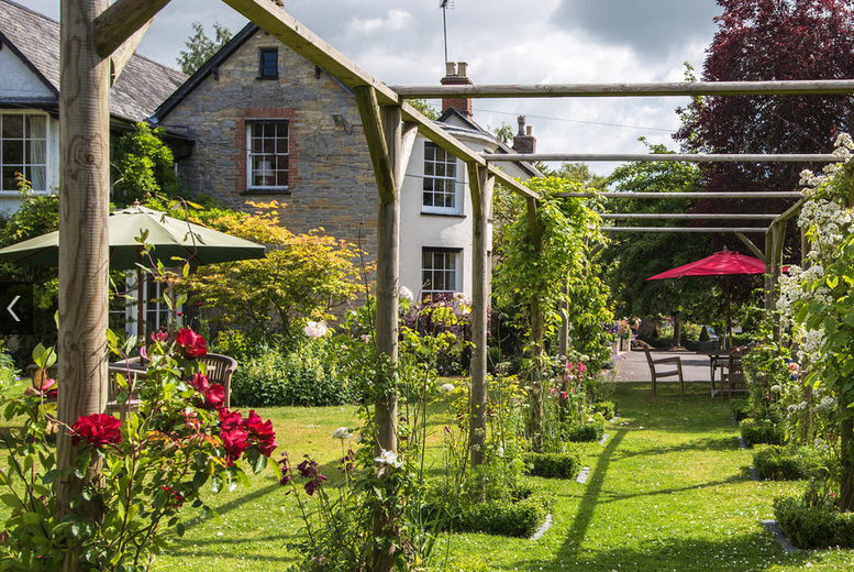 Somerset Country House Getaway, Breakfast & Wine for 2
