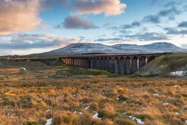 5* Yorkshire Dales Escape, Sunday Lunch, Wine & Breakfast for 2