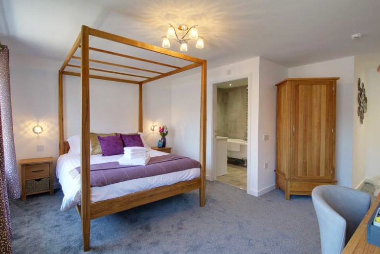 South Yorkshire Retreat, Bottle of Wine & Dinner for 2